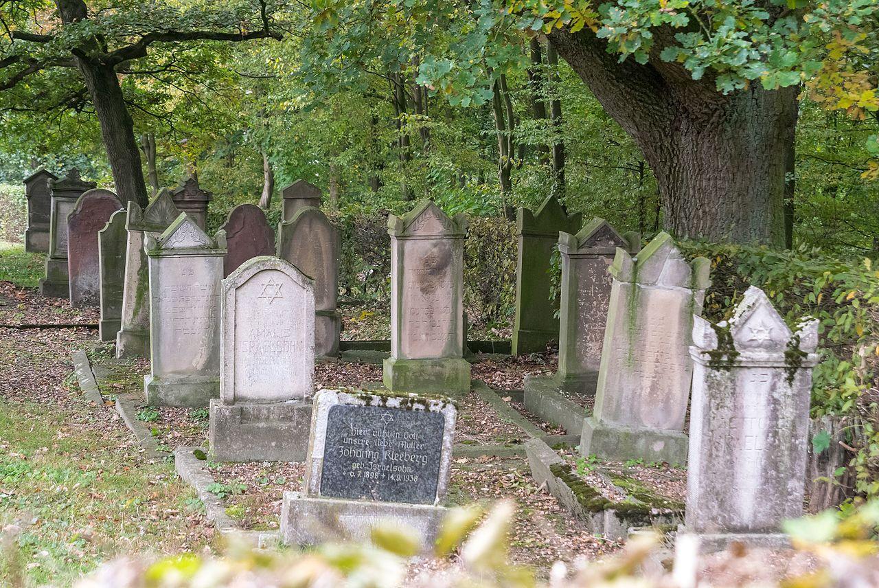 Mazewot auf dem jüdischen Friedhof