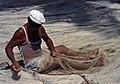 Martinique Réparation de filet de pêche.jpg