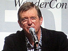 Description de l'image Mike Newell at WonderCon 2010 2.JPG.