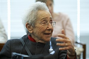 Mildred Cohn - Attending the Brown Bag Lecture in Oct.2005