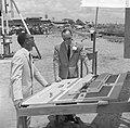 Minister Thijm van Openbare Werken en Verkeer terwijl hij prins Bernhard uitleg , Bestanddeelnr 918-3154.jpg