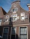 foto van Huis met klokgevel, blijkens gevelsteen