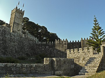 Monterreal Torre e fortificacións- Baiona.JPG