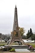 Montmartre Eiffel Tower.jpg