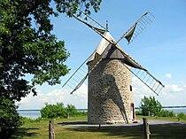 Moulin a vent de Pointe-du-Moulin.jpg