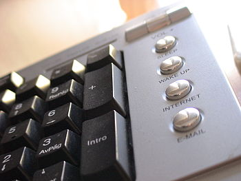 Multimedia keyboard