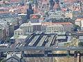 Národní památník, pohled na Masarykovo nádraží.jpg