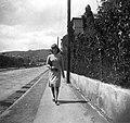 Nő, 1940 Budapest, az Apor Vilmos téren. Fortepan 31155.jpg