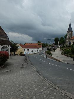 Nesles - Mairie et église.JPG