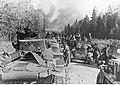 Niemieckie jednostki pancerne pod Wiaźmą czekają na rozkaz do natarcia (2-952).jpg