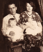 Nora Belle Conklin (1902-1963) and Ralph Freudenberg (1903-1980) and Ralph Herman Freudenberg (1931-1992) and Richard Charles Freudenberg II (1932-2006) in 1932 in Jersey City, New Jersey.png
