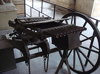 Nordenfelt gun - Nordenfelt 10 barrel rifle-calibre machine gun (with ammunition feed slots removed). Musée de l'Armée, Paris.