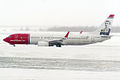 Norwegian (Edvard Munch livery), LN-NOF, Boeing 737-86N (15834097414).jpg