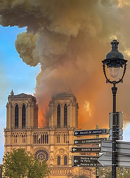 Notre Dame on fire 15042019-1 (cropped)