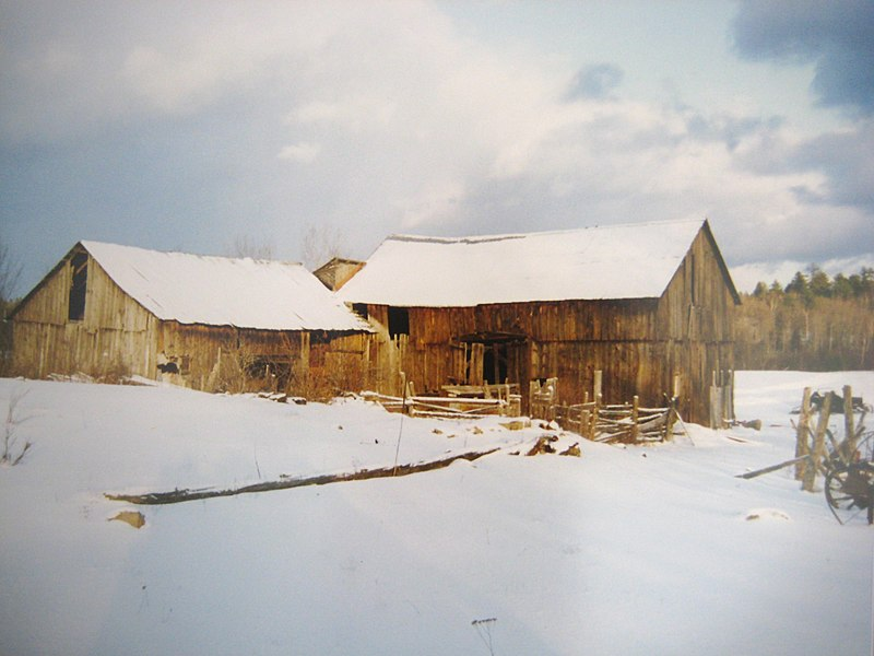 File:O'Donnell's Barns (30223612681).jpg
