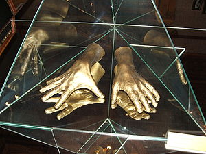 Arthur Rubinstein - A cast of the pianist's hands, at the Łódź museum
