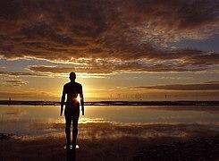 One of Gormleys Iron men at sunset (geograph 3194550).jpg