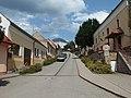 Osvětimany, ulice ke kostelu.jpg