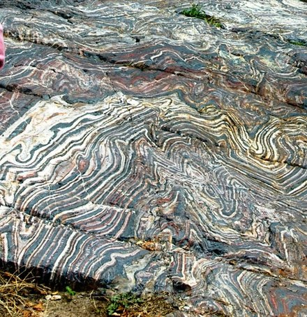 Banded iron formation in the McKinley Park, Minnesota, Minnesota. Outcropping banded iron formation - panoramio.jpg