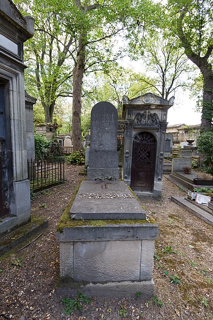 Fresnel's grave at Pere Lachaise Cemetery, Paris, photographed on 29 July 2018 (bicentenary of the submission of the prize memoir on diffraction). Pere-Lachaise - Division 14 - Fresnel 01.jpg