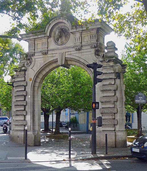 Fichier:P1280436 Paris XV rue Morillons rue Brancion entree abattoirs Vaugirard rwk.jpg