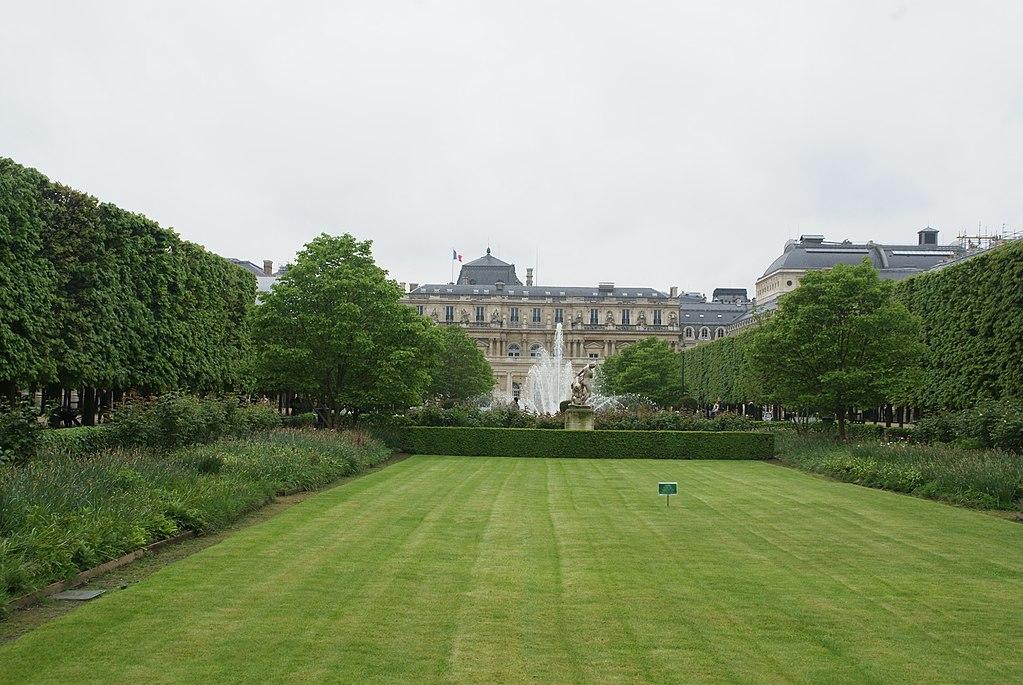 Palais Royal, París 2 de mayo 2015.jpg