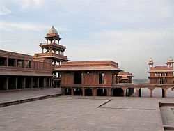 Panch Mahal and audience room at Fatehpur Sikri.jpg