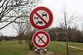 Panneaux interdiction Rives Menthon St Cyr Menthon 3.jpg