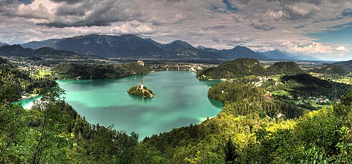 Panorámica Bled (11071697644)