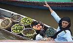 Pasar Terapung Lok Baintan buah mentega dan jeruk.jpg