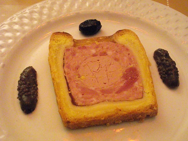 http://upload.wikimedia.org/wikipedia/commons/thumb/1/15/Pate_croute.jpg/800px-Pate_croute.jpg