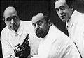 Pedro Mayoral, en el centro, con dos colaboradores.jpg