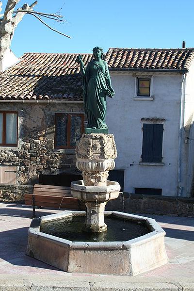 Péret (Hérault) - Statue de Marianne et fontaine.