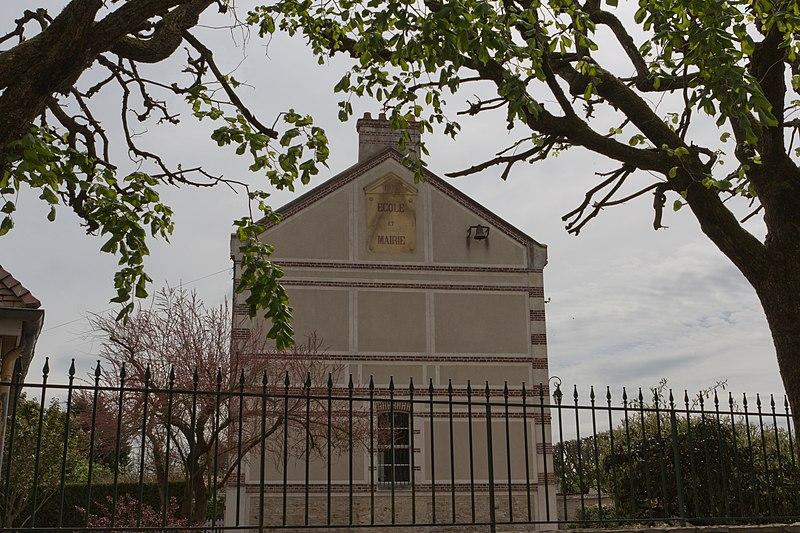 File:Perthes-en-Gatinais Mairie IMG 1843.jpg
