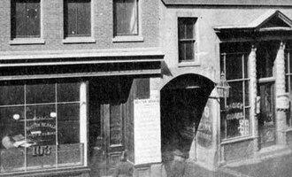 """Pi Alley (Boston) - Entrance to Pi Alley """"through the arch at 103 Washington Street,"""" Boston, 19th century"""