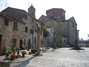 Lucignano - Piazza S. Francesco with the church of S. Francesco in the background.