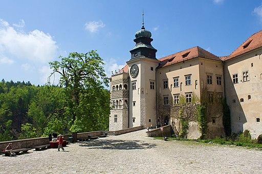 Pieskowa Skala, castle