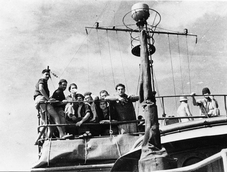 שייטת 13 - על הגשר בהפלגת אימונים על האנייה בן הכט