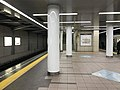 Platform of Cosmosquare Station (Chuo Line).jpg