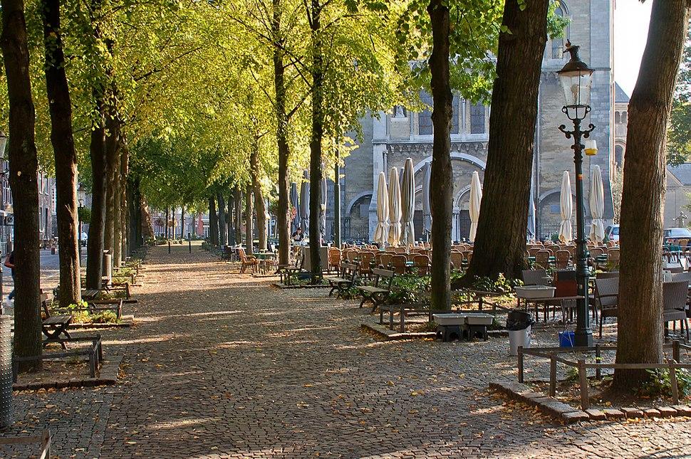 Platz vor der Münsterkirche in Roermond 1
