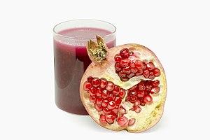 Pomegranate juice with slice