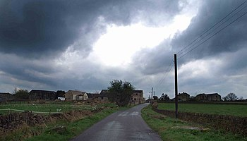 English: Pond Lane Little Lepton before the storm
