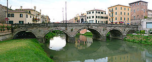 Ponte Molino (Padua) - Side view. To the left begins the old town which is entered by the Porta e Ponte Molino.