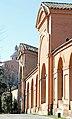 Portico di San Luca. Sullo sfondo la Basilica della Beata Vergine di San Luca sul Colle della Guardia - panoramio.jpg