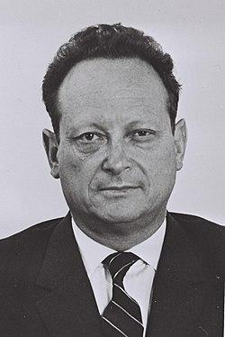 יגאל אלון בדצמבר 1969