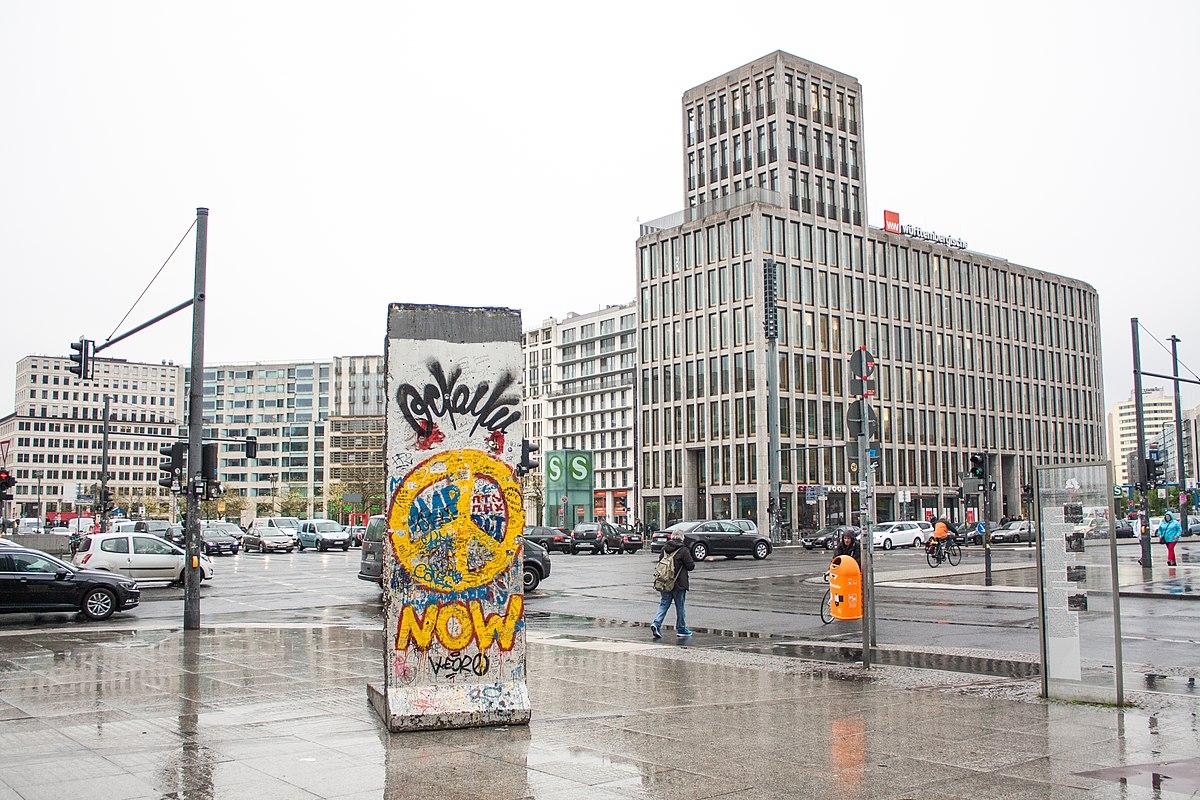 Potsdamer Platz (37284639931).jpg