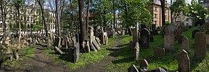 Praha Old Jewish Cemetery Panorama 01.jpg