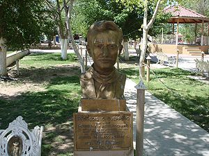 Bust of the town's namesake in the central plaza