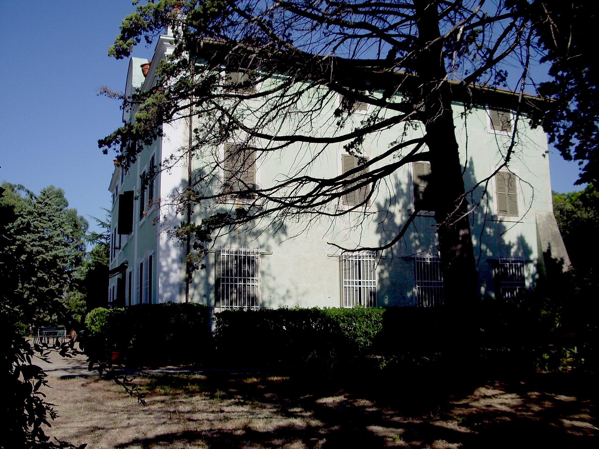 Prospetto laterale destro di Villa Malenchini Castiglione della Pescaia