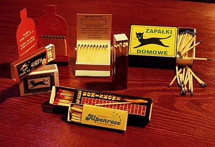 来自琴斯托霍瓦火柴厂的火柴盒 - 火柴盒貼畫